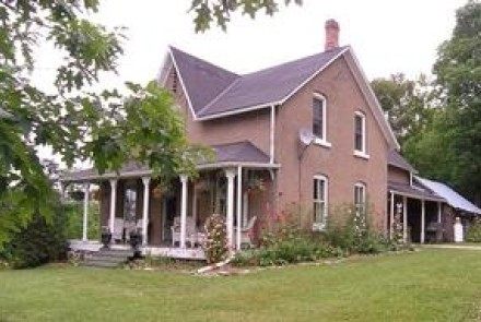 Exterior Photo of Longlane Bed and Breakfast