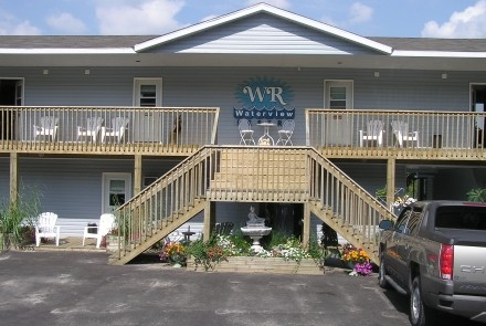 Front of the motel building