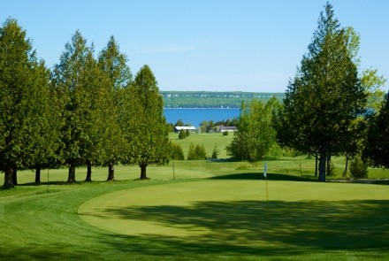 Our club offers a very scenic course that is backed by the Niagara Escarpment and overlooks Colpoys Bay with an Escarpment Cliff