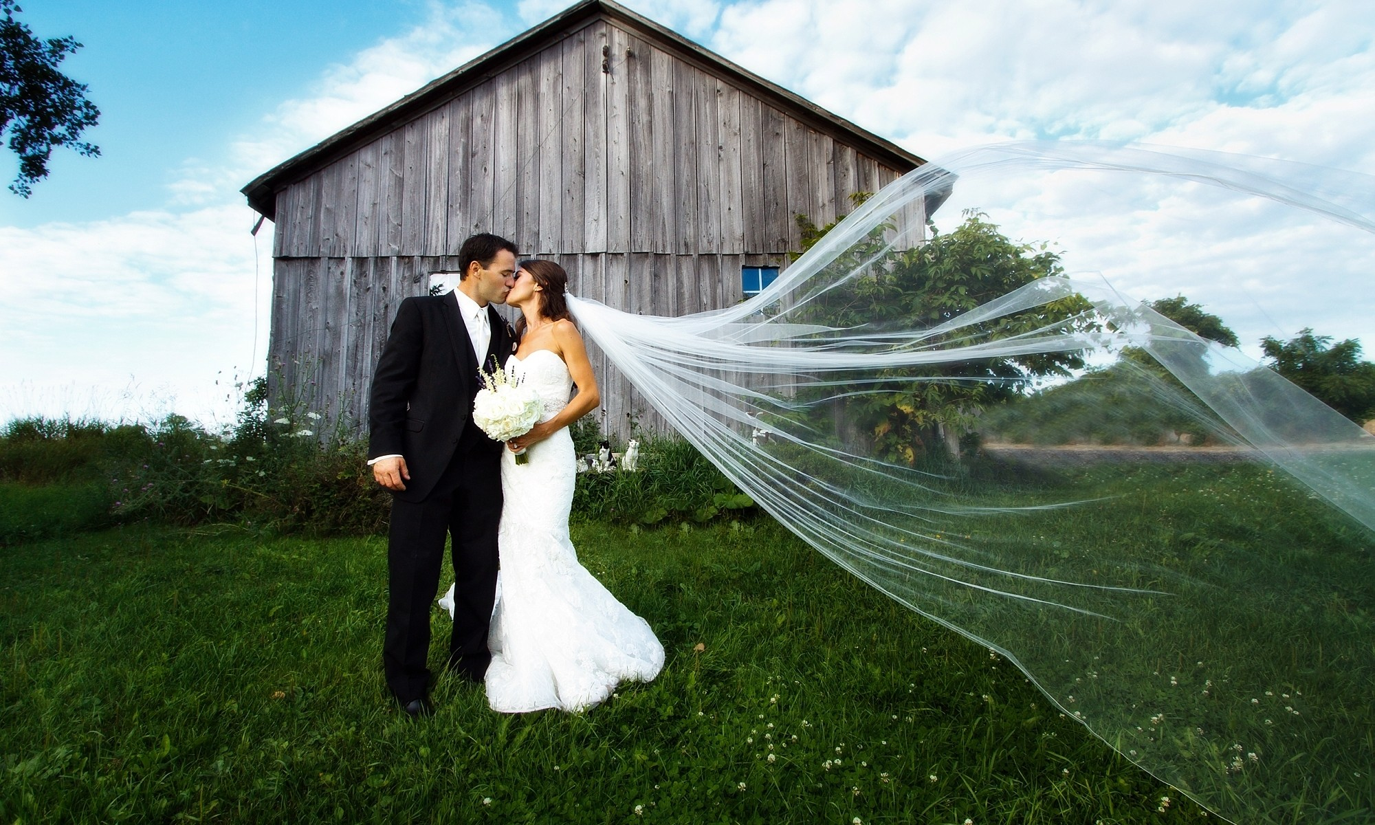 wedding photo in Leith with barn
